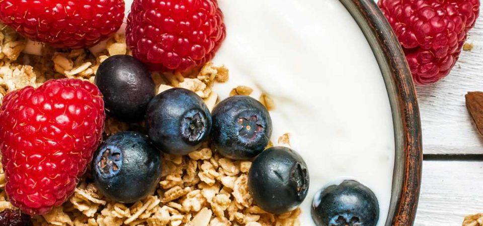 Joghurt-gesunde-ernaehrung-muesli