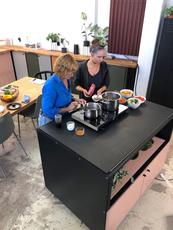 Heike Mühldorfer und Aniela Schröder von YOGUT Starterkulturen Fernsehaufnahmen buten un binnen